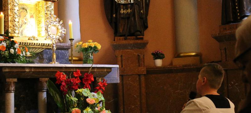 Nabożeństwo różańcowe dopięciu ołtarzy