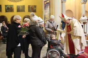 Biskup z niepełnosprawnymi