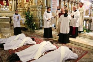 Biskup Janiak wyświęcił czterech kapłanów - cz. 2