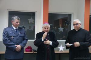 Biskup kaliski Edward Janiak z opłatkiem w Areszcie Śledczym
