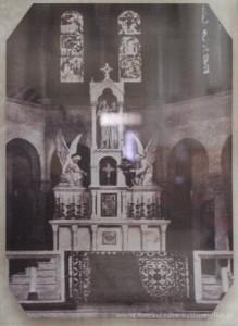 Ołtarz główny przed położeniem polichromii.