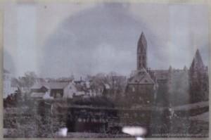 Widok od południa na pocztówce z 1943 roku.