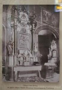 Ołtarz św. Anny, w głębi widoczny ołtarz MB Nieustającej Pomocy. W prawym górnym rogu widoczny jest jeden z obrazów, który do dziś możemy podziwiać w Konkatedrze.