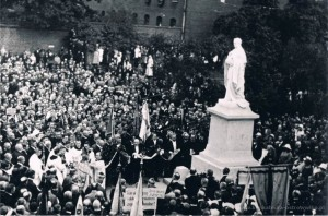 Odsłonięcie pierwszego pomnika Kard. Ledóchowskiego
