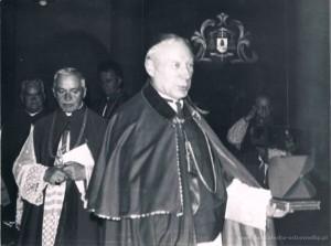 3.09.1966 r. - Prymas Tysiąclecia Ks. Stanisław Kardynał Wyszyński w ostrowskiej farze.